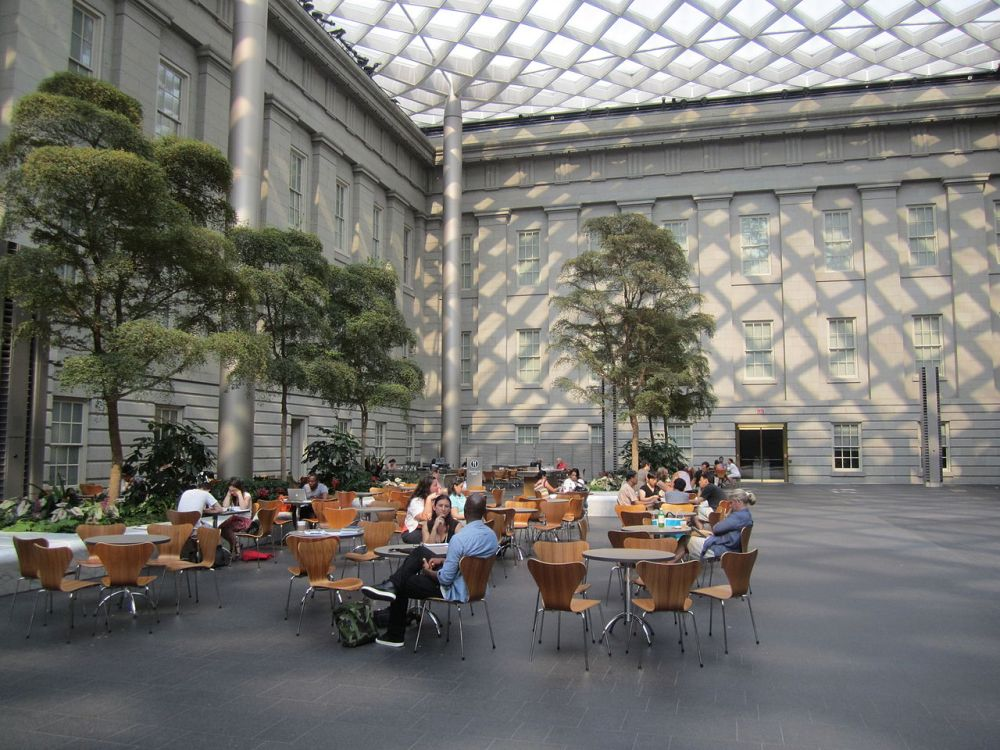1280px-Robert_and_Arlene_Kogod_Courtyard_at_Nat._Portrait_Gallery_IMG_4603