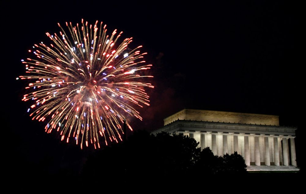 1024px-Lincoln_Memorial_-_fireworks