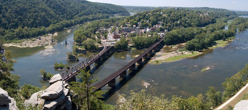 1280px-2010-09-02-Harpers-Ferry-From-Maryland-Heights-Panorama-Crop